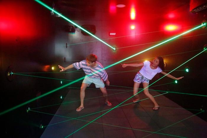 AMaze-ing Lasers_02