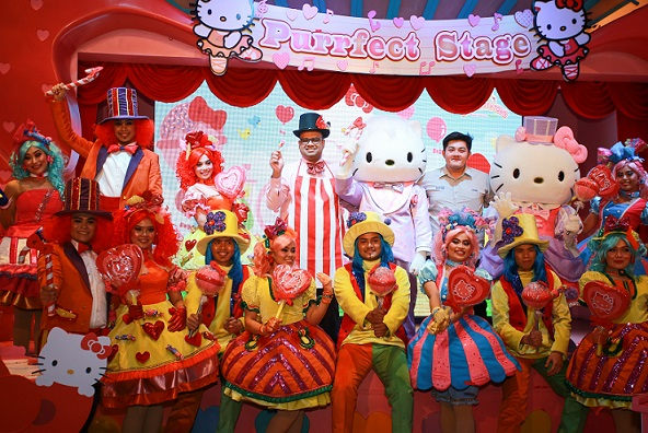 Fahruddin Najmudeen and Aaron Gan with The Candy Parade performers (1)