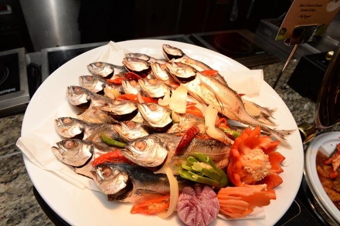 Ikan Cencaru Sumbat Sambal Kelapa - Chef Rogayah