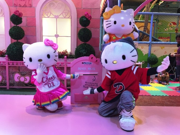 L-R - Hello Kitty, Dear Daniel_ Hello Kitty Hello Post - image 2 (2)-718x538