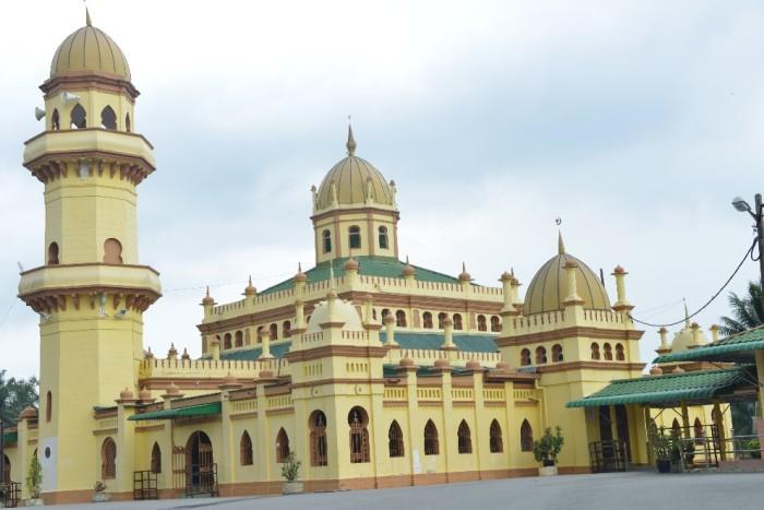 Masjid Sultan Alaeddin-992x662