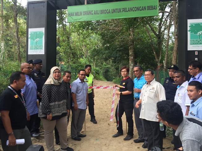 YB Puan Elizabeth Wong di Sidang Media Penutupan Sementara Bukit Broga