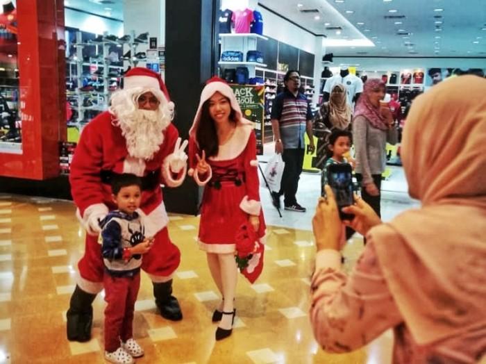 Santa & Santarina Walkabout-01-801x600