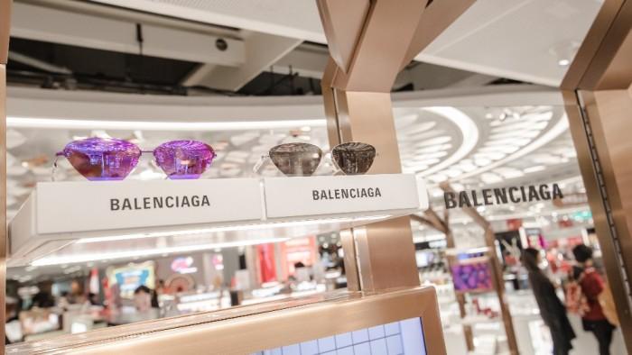 TheShillaDutyFree_February_Balenciaga_EyewearCollection-1000x563