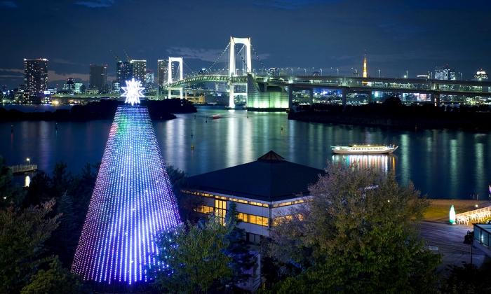 City-guides_Tokyo_things-to-do-in-Odaiba_Decks-Tokyo-Beach.jpg