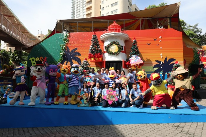 Captain Quack and Friends with Sunway Lagoon Management Team-942x628.JPG
